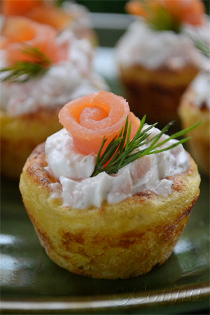 Mashed potato nests with yoghurt with dill sauce & smoked salmon